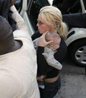 Britney Spears - Malibu - 29-03-2006 - HOLLYWOOD: Spears e Federline interrogati su incidente figlio