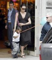 Angelina Jolie - Parigi - Brad Pitt finalmente padre