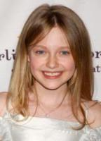Dakota Fanning - Beverly Hills - 31-03-2006 - 'Hound Dog', i cattolici raccolgono le firme per la censura