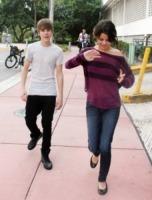 Selena Gomez, Justin Bieber - Miami - 18-12-2010 - Justin Bieber e Selena Gomez sorpresi mentre si baciano, bufera sulla rete