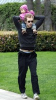 Moses, Chris Martin - Studio City - 27-04-2010 - Gwyneth Paltrow e Chris Martin sensali per Jake Gyllenhaal e Taylor Swift