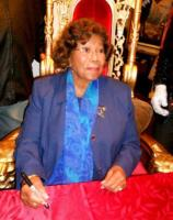 Katherine Jackson - Beverly Hills - 20-12-2010 - Gli esecutori testamentari di Michael Jackson fanno causa a un sito di merchandising