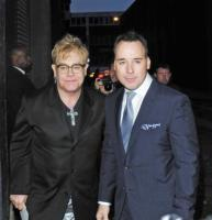 David Furnish, Elton John - Londra - 16-05-2010 - Elizabeth Hurley: Elton John sarà un padre meraviglioso