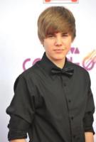 Justin Bieber - Los Angeles - 13-10-2010 - Justin Bieber e Selena Gomez sorpresi mentre si baciano, bufera sulla rete