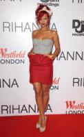 Rihanna - Londra - 04-11-2010 - Arriva a Hollywood un nuovo libro che racconta una relazione omosessuale di Rihanna