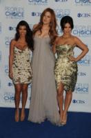Khloe Kardashian, Kourtney Kardashian, Kim Kardashian - Los Angeles - 05-01-2011 - Kim e Kourtney Kardashian ridono delle voci di gravidanza di Khloe