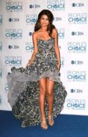 Selena Gomez - Los Angeles - 06-01-2011 - Corto o lungo? Ecco le dive che non sanno decidersi!