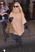 Jessica Simpson - New York - 08-01-2011 - È arrivato l'autunno: tempo di tirar fuori il poncho!
