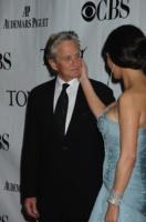 "Catherine Zeta Jones, Michael Douglas - Los Angeles - 13-06-2010 - Michael Douglas: ""Ho sconfitto il cancro"""