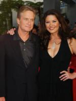 "Catherine Zeta Jones, Michael Douglas - Los Angeles - 19-05-2003 - Michael Douglas: ""Ho sconfitto il cancro"""