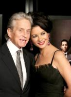 "Catherine Zeta Jones, Michael Douglas - Los Angeles - 12-04-2010 - Michael Douglas: ""Ho sconfitto il cancro"""