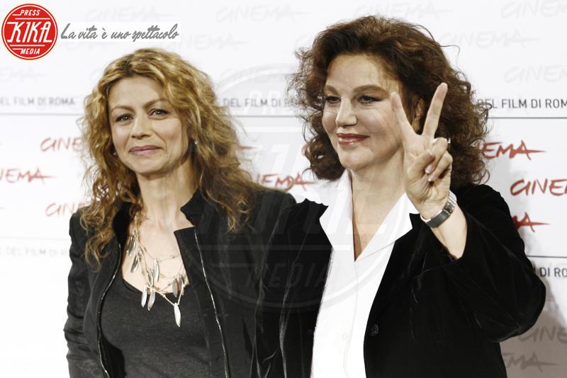 Amanda Sandrelli, Stefania Sandrelli - Milano - 12-01-2011 - Fisco: Elisabetta Gregoraci e Valentino nella lista Falciani, 700 indagati