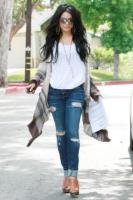Vanessa Hudgens - Beverly Hills - 03-06-2010 - Vanessa Hudgens non ha piu' il fidanzato ma ha scelto il vestito da sposa