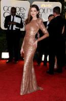 Anne Hathaway - Los Angeles - 16-01-2011 - Anne Hathaway approfitta dei Golden Globe per candidarsi per Glee