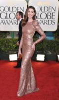 Anne Hathaway - Los Angeles - 16-01-2011 - Anne Hathaway e' ufficialmente Catwoman