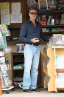 Pierce Brosnan - Los Angeles - 27-01-2011 - Star come noi: a ogni personaggio pubblico il suo quotidiano
