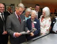 Principe Carlo d'Inghilterra - Los Angeles - 27-01-2011 - Star come noi: a ogni personaggio pubblico il suo quotidiano