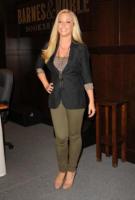 Kendra Wilkinson - Los Angeles - 13-07-2010 - Kendra Wilkinson protagonista di un video hard lesbo pubblicato in rete