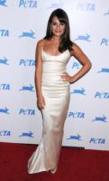 Lea Michele - Los Angeles - 28-01-2011 - Lea Michele di Glee fa arrabbiare i gruppi di genitori posando per Cosmpopolitan