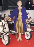Helen Mirren - Londra - L'inverno è più romantico con il cappotto rosa!