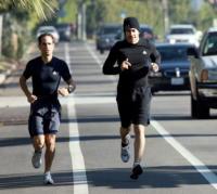 Jake Gyllenhaal - Los Angeles - 04-02-2011 - Star come noi: quando i vip vanno di corsa