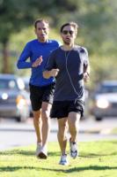 Tobey Maguire - Los Angeles - 04-02-2011 - Star come noi: quando i vip vanno di corsa