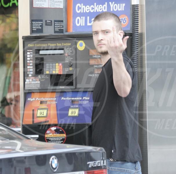 Justin Timberlake - Hollywood - 21-04-2006 - Dal libro delle celebrities: il comandamento del dito medio