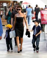 Victoria Beckham - Century City - 07-02-2011 - I Beckham aspettano una bambina