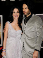 Katy Perry, Russell Brand - Hollywood - 06-12-2010 - Katy Perry e Russell Brand ridono delle voci di divorzio
