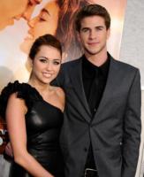 Liam Hemsworth, Miley Cyrus - Hollywood - 25-03-2010 - Miley Cyrus vista con l'ex di Amy Winehouse Josh Bowman