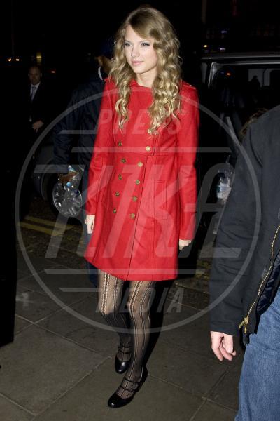 Taylor Swift - Londra - 19-11-2009 - Corto e colorato: ecco il cappotto di primavera
