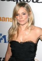 Sienna Miller - Los Angeles - 15-10-2010 - Finita la relazione tra Jude Law e Sienna Miller