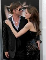 Angelina Jolie, Brad Pitt - Los Angeles - 19-07-2010 - Brad Pitt si prepara ad affrontare gli zombie di World War Z