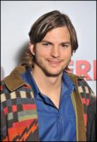 Ashton Kutcher - Parigi - 09-02-2011 - Lea Michele terzo incomodo tra Demi Moore e Ashton Kutcher?
