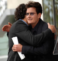 Chuck Lorre, Charlie Sheen - Hollywood - 12-03-2009 - Charlie Sheen e' pulito e da' lezioni agli universitari