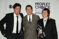 Angus T. Jones, Charlie Sheen, Jon Cryer - Los Angeles - 07-01-2009 - Charlie Sheen paghera' un terzo del salario dei freelance di Due uomini e mezzo