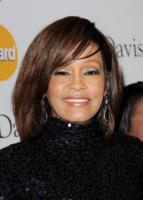 Whitney Houston - Beverly Hills - 12-02-2011 - Remake di Guardia del corpo, aggiornato all'epoca di Twitter