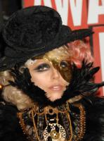 Lady Gaga - Los Angeles - 15-02-2011 - Lady Gaga ubriaca dopo i Grammy