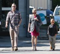 Deacon Toth, Ava Toth, Jim Toth, Reese Witherspoon - Los Angeles - 15-02-2011 - Reese Witherspoon si e' sposata, Sean Penn e Scarlett Johansson tra gli invitati