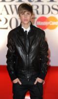 Justin Bieber - Londra - 15-02-2011 - Justin Bieber festeggera' il compleanno con la cheesecake della nonna
