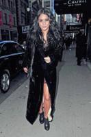 Vanessa Hudgens - New York - 15-02-2011 - Vanessa Hudgens non ha piu' il fidanzato ma ha scelto il vestito da sposa