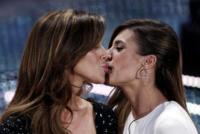 Belen Rodriguez, Elisabetta Canalis - Sanremo - 16-02-2011 - Sanremo 2019, bacio a fior di labbra per Vanoni e Patty Pravo