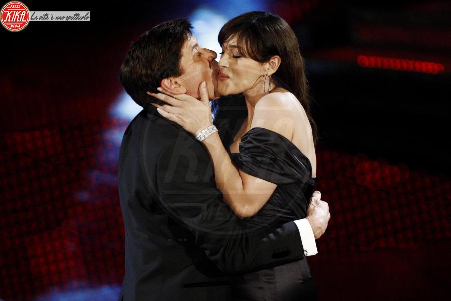 Gianni Morandi, Monica Bellucci - Sanremo - 18-02-2011 - Monica Bellucci è la nuova bond girl