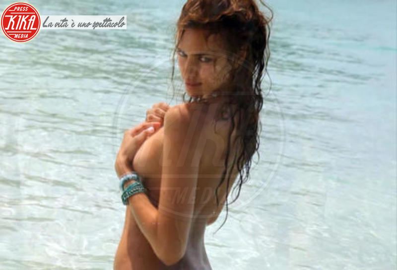 Irina Shayk - Hawaii - 17-02-2011 - Sports Illustrated celebra le sue bellezze da copertina