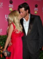 Dean McDermott, Tori Spelling - West Hollywood - 26-04-2006 - Morto il papà di Beverly Hills 90210