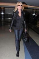 Dina Lohan - Los Angeles - 21-02-2011 - Lindsay Lohan spiega le uscite notturne su Twitter