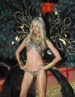 Karolina Kurkova - New York - 10-11-2010 - Le star che non sapevate avessero particolari difetti fisici