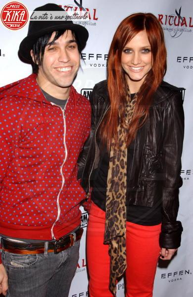 Pete Wentz, Ashlee Simpson - Los Angeles - 22-02-2011 - Il leopardo non si ammaestra, si indossa