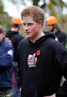 Principe Harry - Londra - 05-11-2010 - Il principe Harry investe un fotografo dopo i festeggiamenti per la vittoria dell'Inghilterra nel Sei Nazioni