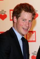 Principe Harry - Berlino - 21-12-2010 - Il principe Harry investe un fotografo dopo i festeggiamenti per la vittoria dell'Inghilterra nel Sei Nazioni